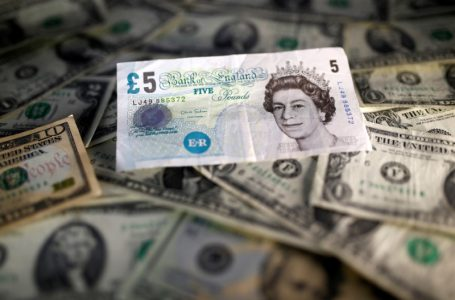 Dollar Weakens as Consumers Lose Confidence; Pound Gains on Possible Deal