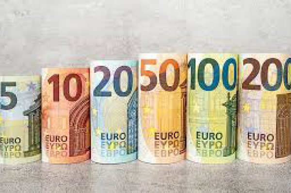 Euro Set to End Year Higher, but Some Call for Caution in 2021