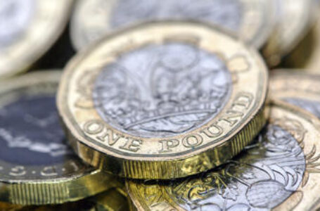 GBP/USD bounces off intraday low to regain 1.3700, focus on vaccine jitters, Gamestop and China