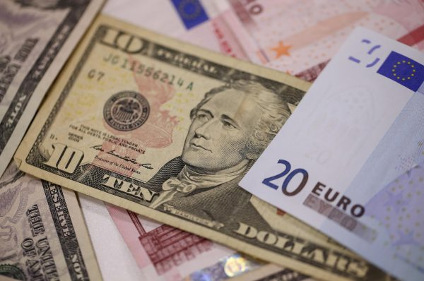 EUR/USD hits lowest since Dec. 23 as S&P 500 futures fall