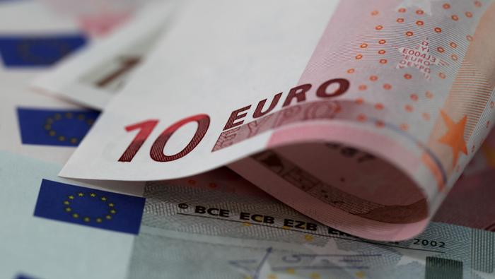 EUR/USD flirts with 1.1800 as US dollar rebounds amid risk-aversion