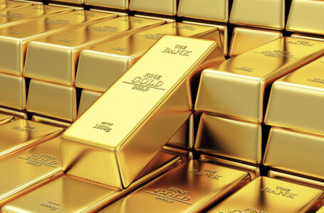 Gold Price Analysis: XAU/USD slides to $1,820 area, downside seems limited
