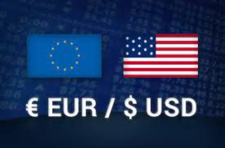 EUR/USD looks to 1.1700, refreshes monthly low on firmer USD ahead of Fed